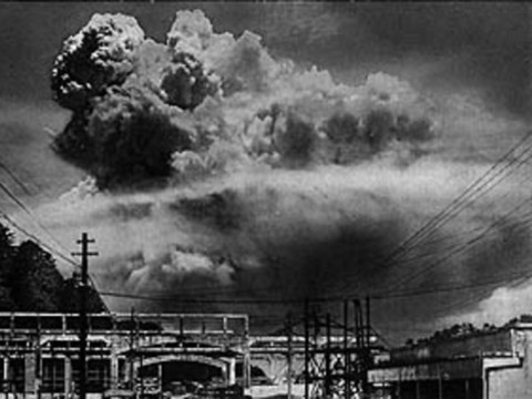 an analysis of the invention of the atomic bomb in the united states history The decision to drop the bomb a second atomic bomb was dropped on was a barbaric act that brought negative long-term consequences to the united states.