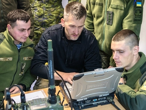 Ukrainian servicemen take course on radio communications according to NATO standards