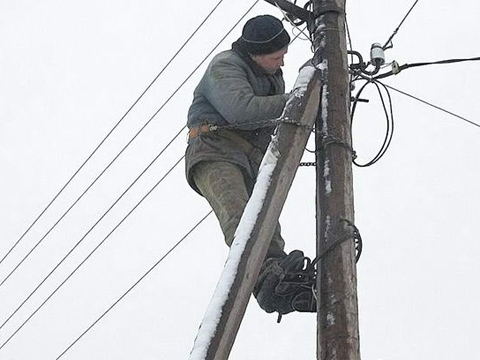 Snow cuts power in over 530 populated areas in Ukraine