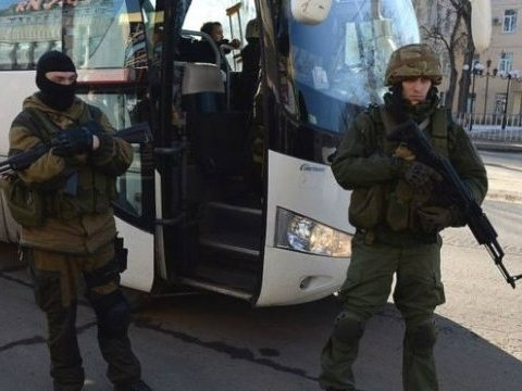 Ukrainian captives held in Donbas leave for place of exchange