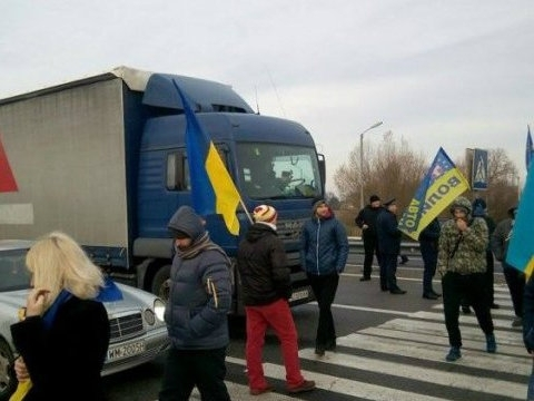 Residents of Volyn region protest against new customs rules